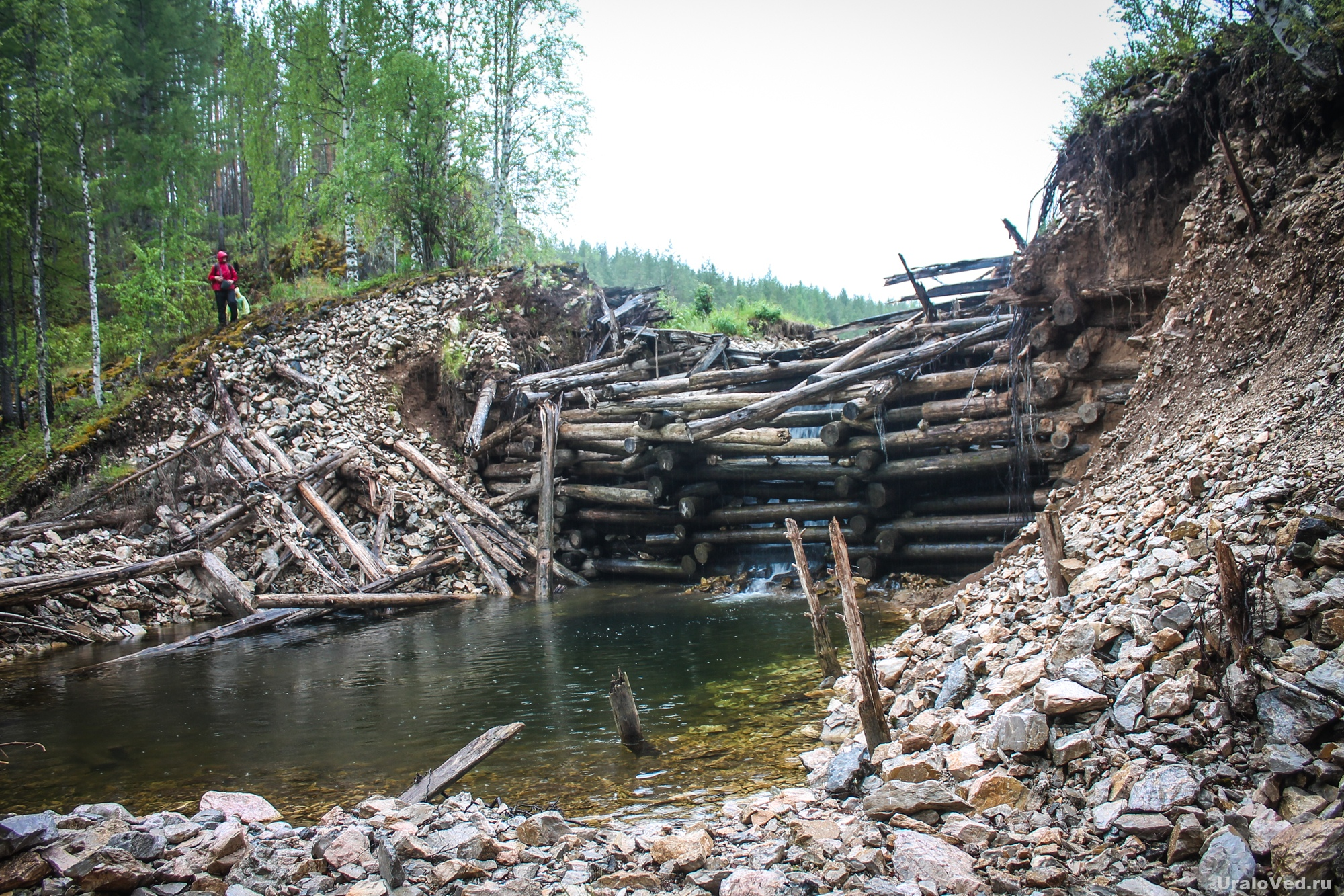 Плотина пруда