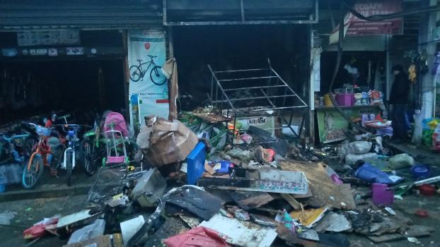 В Краматорске начался пожар на территории рынка