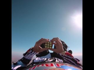 Кубик Рубика в воздухе