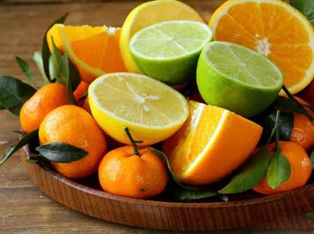 Апельсины и другие цитрусовые являются хорошим источником фолиевой кислоты.