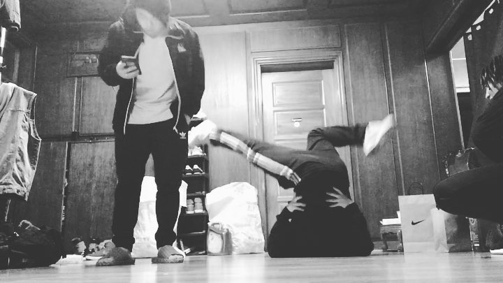 "Cova on Instagram: ""reasummurd 같이사는 민기랑 홈댄스ㅋㅋㅋㅋㅋ @gv_dope @mostbadassasian_youngmeat 신림 xebec cova hiphop mbacrew"""
