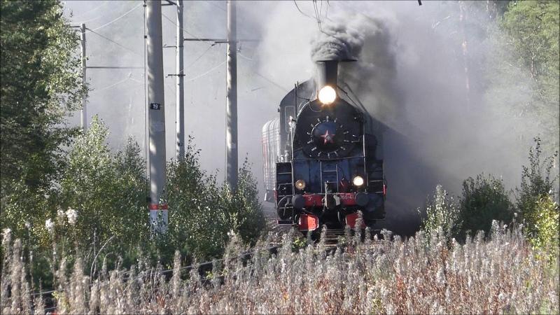 Паровозы Эр 766-41 и Су 250-74 с ретро-поездом следуют по перегону Лебяжье - Большая Ижора.