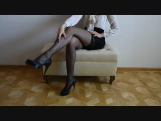 Няшка в черных чулках (stocking pantyhose feet foot fetish фут тян фетиш чулки каблуки)