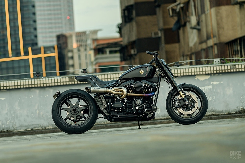 Rough Crafts: кастом Harley-Davidson Street Bob Tarmac Raven