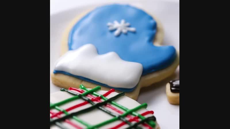 Как украшать печенье глазурью (How To Decorate Shortbread Holiday Cut-Out Cookies With Royal Icing)
