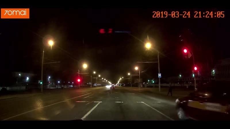 Таксист едет на красный в Минске