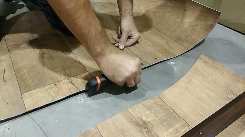 Способ крепления порога РУССКИЙ ПРОФИЛЬ в бетонный пол