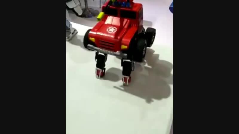 Каждый мечтал о таком роботе в детстве 🙃