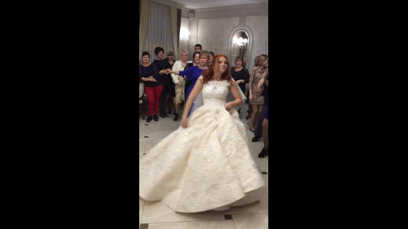 Невеста 👰 с подружками жжёт 👍🎉💥❤️👯♀️