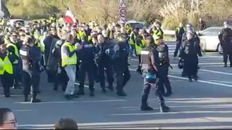 La police nationale francaise soutien les gilets jaunes 2018