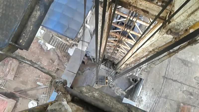 Работа верховых рабочих на буровой установке МБУ-125.