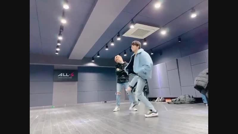 [D-CRUNCH DAILY] - - 김짠영! 너가 그렇게 춤을 잘 춰 - - 훗, 내 실력을 보여주지 - 푸드덕_김짠영_그는_춤담당 - - 리듬타고 다니는 내가