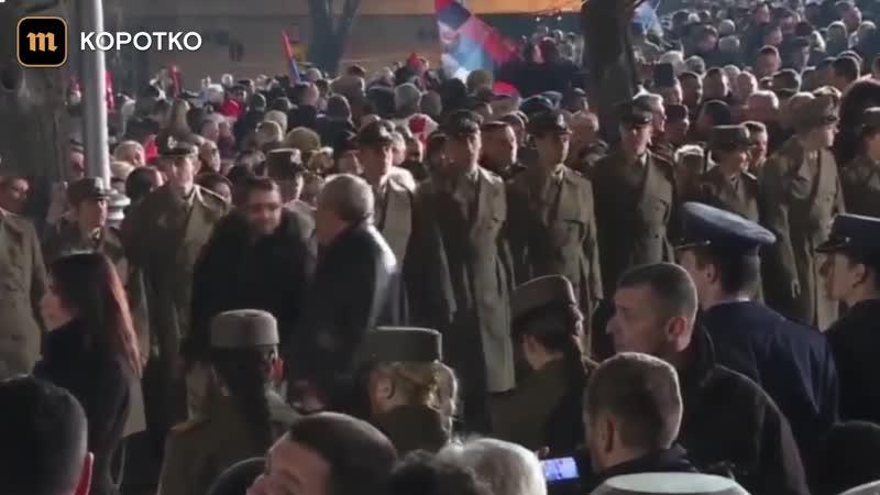 Сто тысяч человек вышли на улицы Белграда в честь приезда Путина