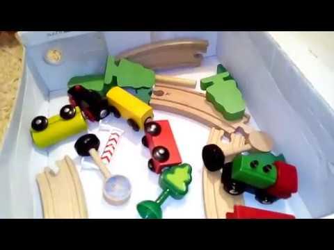 ИГРАЕМ Юляшка строит железную дорогу ИГРУШКИ МАШИНКИ игры паровозик