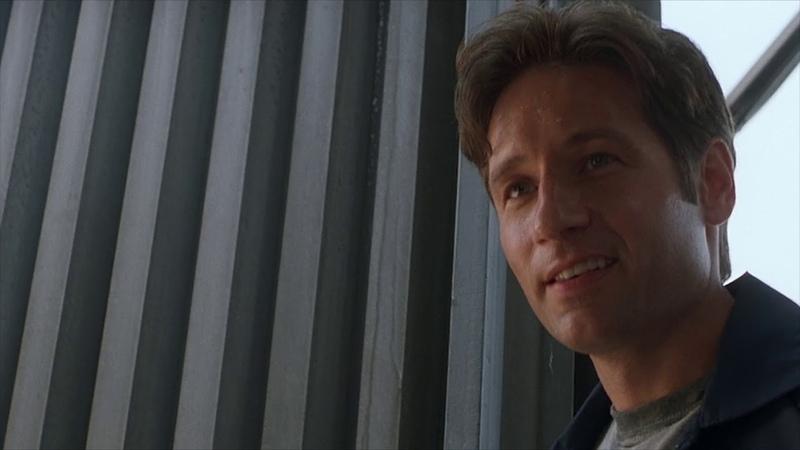 Почему Малдер мочился на постер культового фильма   X-Files   Секретные Материалы