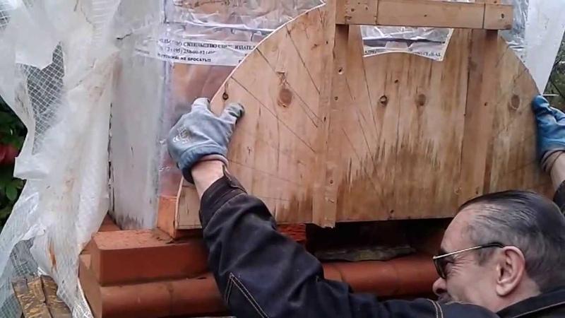 Кладка арочного перекрытия мангала-барбекю из конических скругленных кирпичей. Часть I.