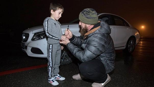 Кадыров подарил мерседес мальчику, отжавшемуся более четырех тысяч раз.