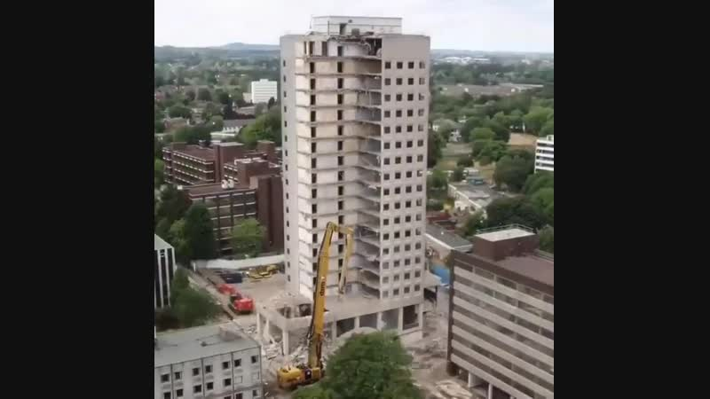 Демонтаж высотного здания