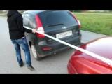 Буксировка машины с помощью скотча