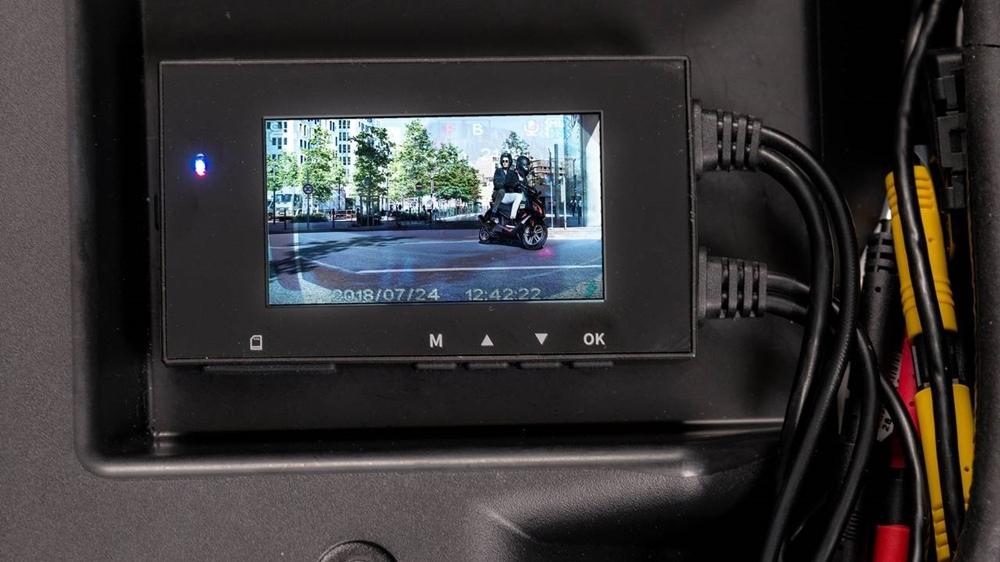 Юбилейный Peugeot Metropolis 400 с камерами