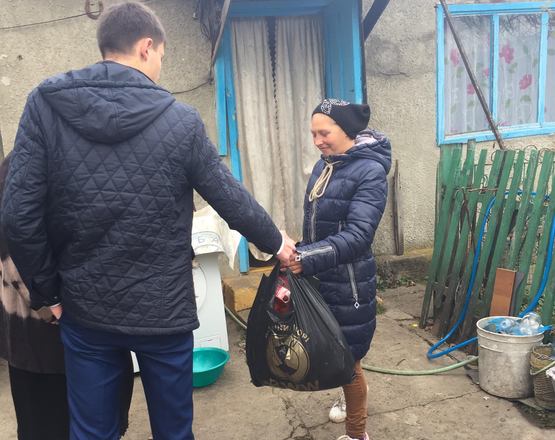 В Зеленчукской школьники помогли семьям попавшим в трудную жизненную ситуацию