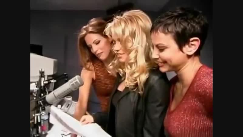 Pamela Anderson VIP Co-Stars in Howard TV on Demand (6.09.1999)