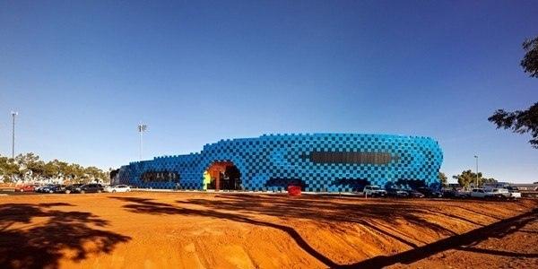 Wanangkura Stadium: пиксельный стадион в Австралийской пустыне.