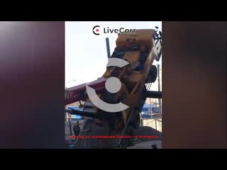 Кран упал на стройке в Санкт-Петербурге