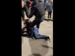 Студент, которому полицейский разбил голову дубинкой на Hip-Hop Mayday возможно, единствен
