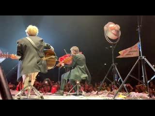 На границе - Светлана Сурганова и Диана Арбенина на концерте в Ледовом