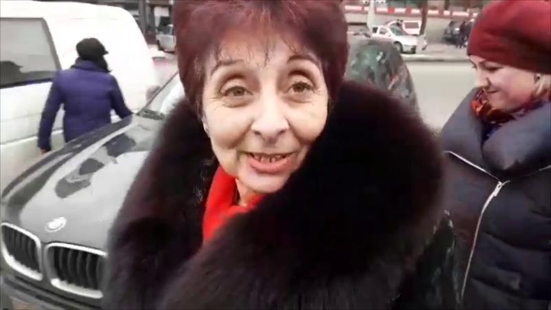 Спросили у агитаторов Порошенко платят ли им по 1000 гривен | Страна.ua