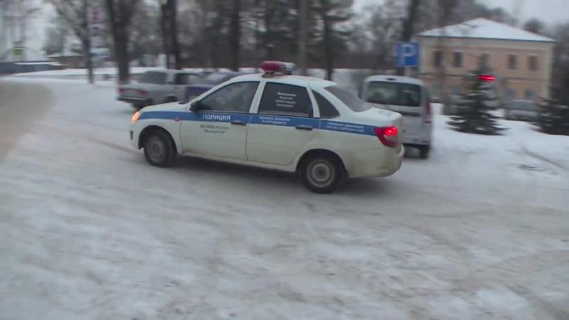 Десна-ТВ_ Один с ножом, другой с пистолетом_ в Демидовском районе совершено ограбление магазина