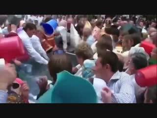 rabini-moet-nogi-gospozhe-i-potom-pet-etu-vodu-onlayn-porno-bolshie-siski-mamochek