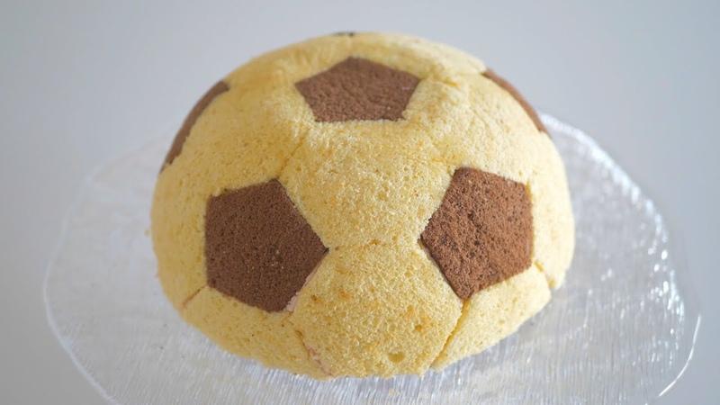 Торт Футбольный мяч с йогуртово-малиновым муссом