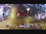 Момент наезда иномарки на пешеходов в Тюмени попал на видео