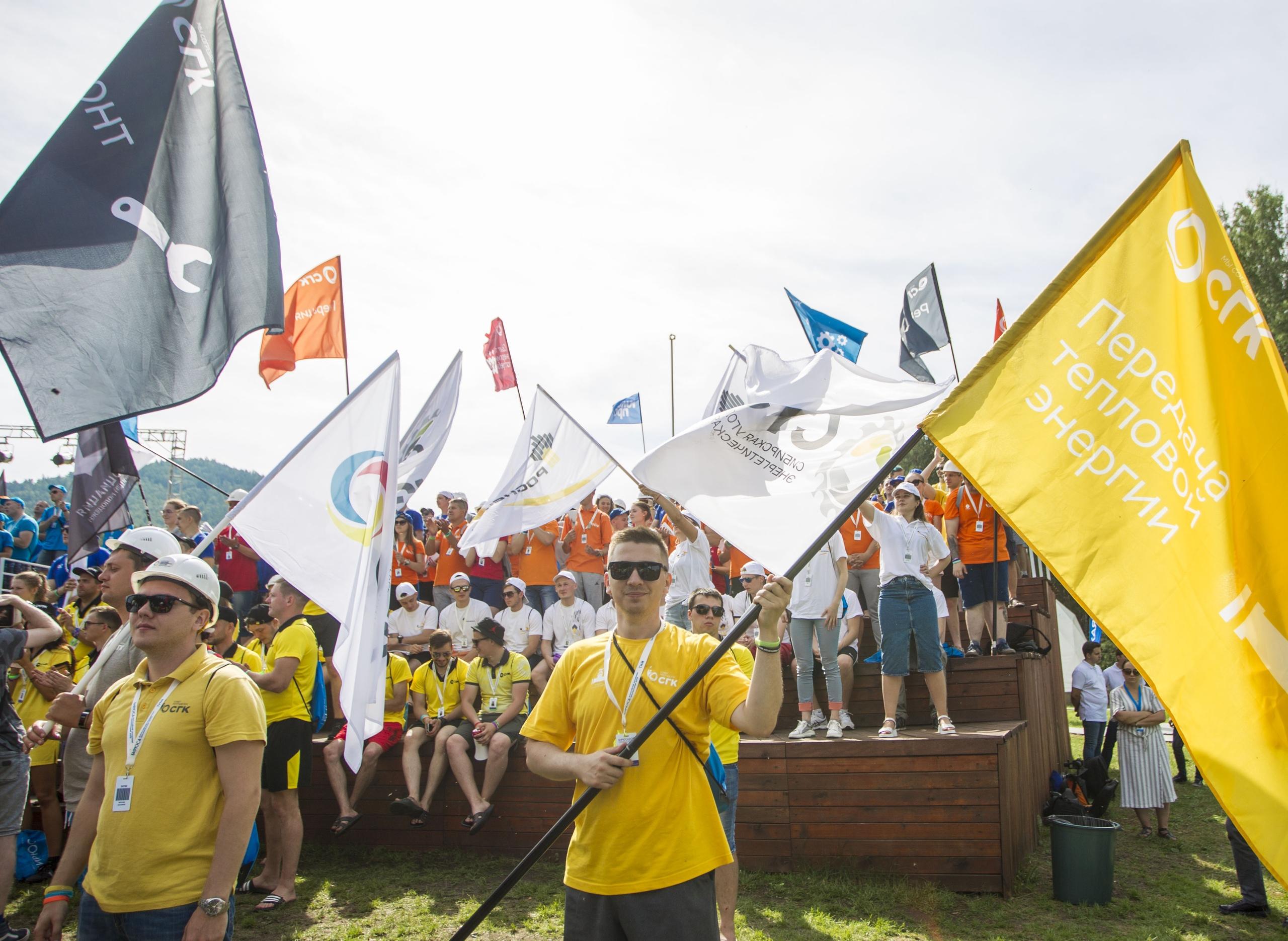 Флаги, кричалки, приветственные «дай пять!» - так на Бирюсе встречают всех