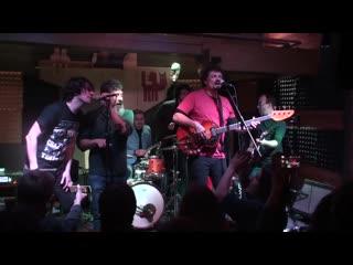 Magical Mystery Band & The Karovas Milkshake - Twist And Shout
