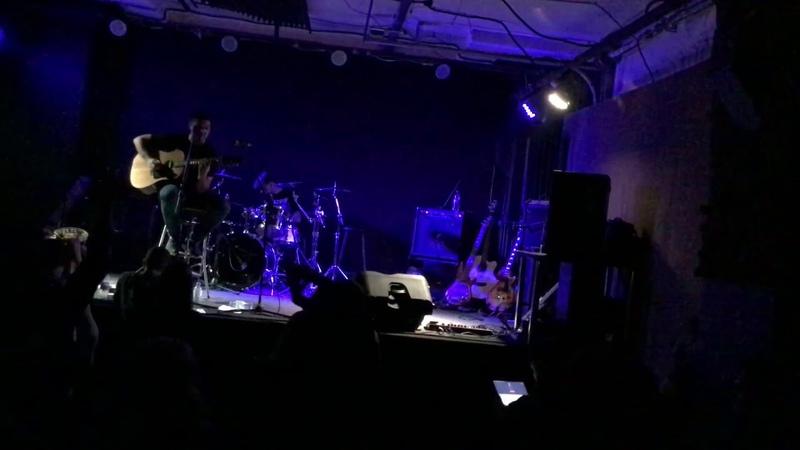 Максим Маломуж сольный акустический сэт на Юбилейном концерте группы Монолит