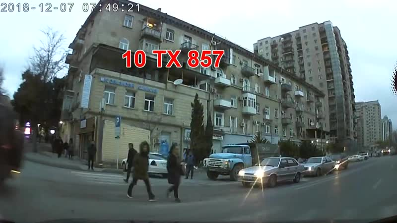 В Баку женщина наехала на пешехода и продолжила движение. Азербайджан Azerbaijan Azerbaycan БАКУ BAKU BAKI Карабах 2018 HD ДТП