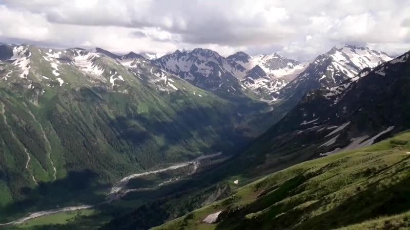 Из нашего летнего приключения:Вид на горы Северного Кавказа с высоты хребта Абиширы-Ахубы
