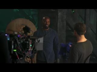 Taron and Jamie Fox goofing around on the set of Robin Hood