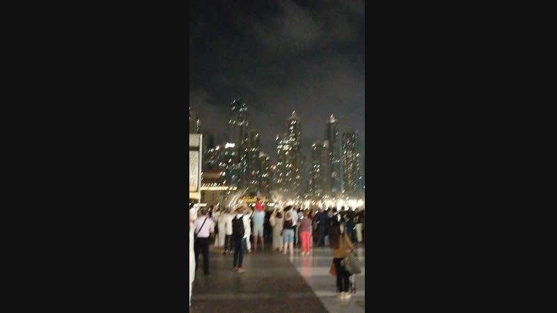 Нереально красивые поющие фонтаны в Дубае. Одна из достопримечательностей.