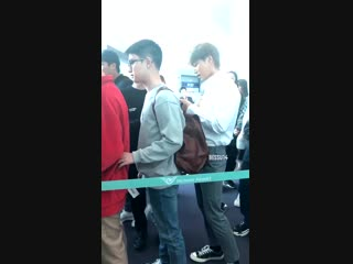 [VID] 181119 Airport Candids - Tickles From Kyungsoo To Baekhyun