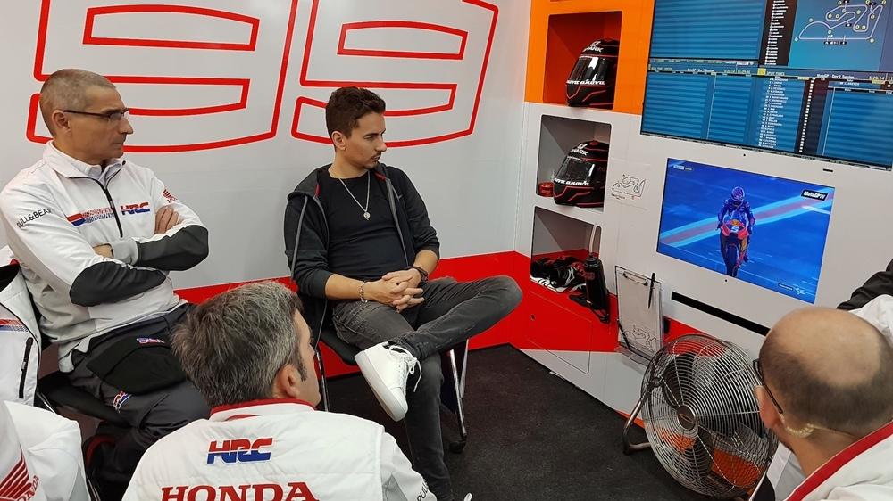 Первые фото Хорхе Лоренцо в команде Repsol Honda