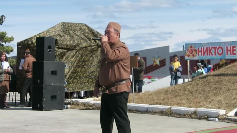 Военную песню поёт Андриан Егоров. Покровск, Якутия. 9 мая 2019