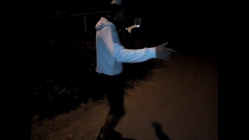 Темнокожий ебырь террорист хуярит танцпол лезгиночкой