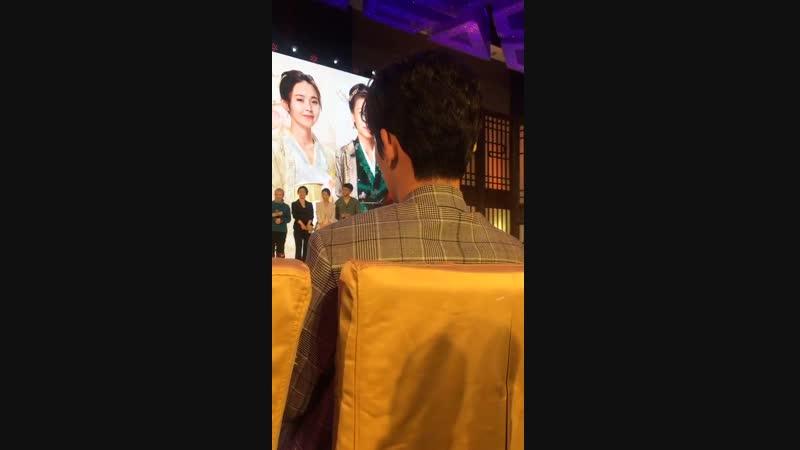 Видео от фанатов Чжу Илун на пресс-конференции История Мин Лань @ 25.12.18