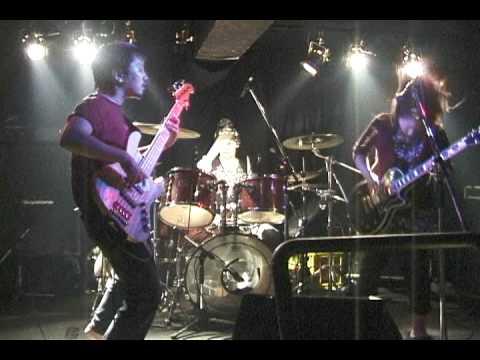 らうら「野原で」 Live at 扇町 para-dice(2009/10/11) 2/5