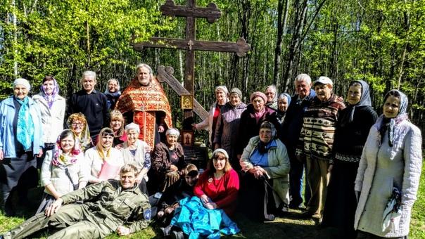 Новоуральск. Молебен у Креста на месте будущего строительства Казанского храма.