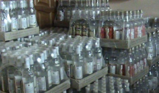 Более 8 тысяч бутылок незаконного алкоголя изъяли на складе в Дмитровском округе